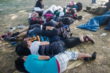 Verzweifelt und erschöpft – Flüchtlinge auf der Balkanroute